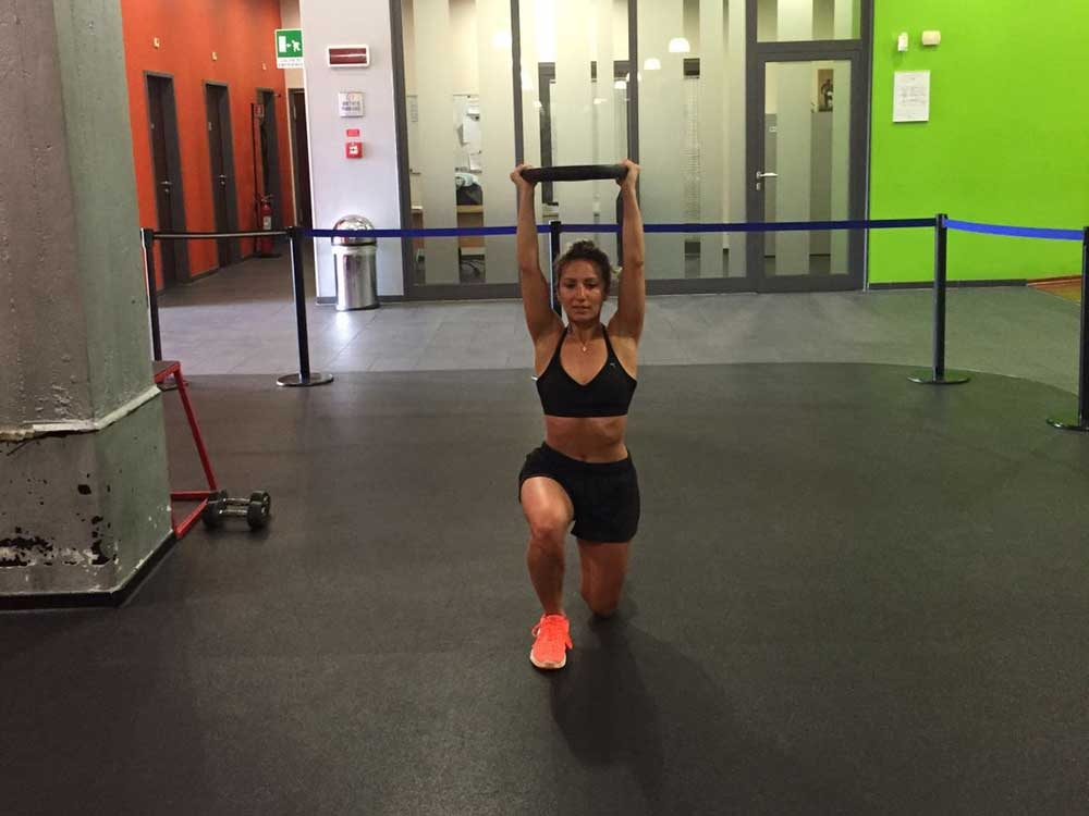WOD – Walking Lunges Overhead